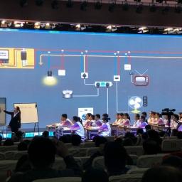 天津市级公开课中正在使用NB物理实验进行授课。